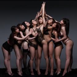 8woman 사진집 - 에이트맨 여배우 8명의 가장 긴 날